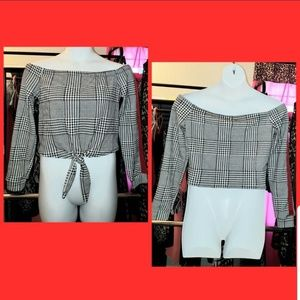 Houndstooths chic off the shoulders top!